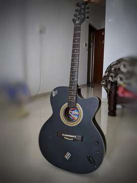6 string Guitar in a very good condition.