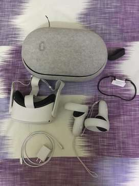 Oculus Quest 2(virtual reality) with carrying case