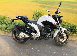 This is a 250cc Yamaha bike with 5 gear.