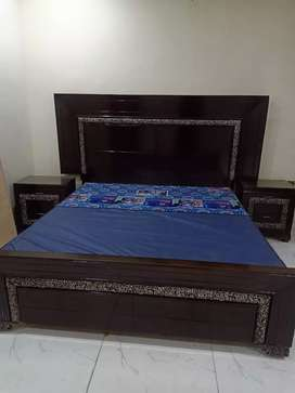 Antique polish bed with consol