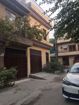 8marla portion 3bed attach bath prime location for rent in johar town