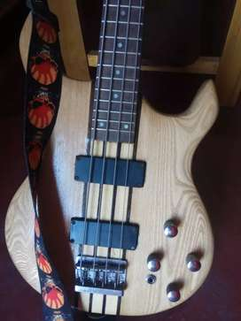 Bass guitar 4 string with bag