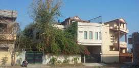 Triple Story Beautiful Home with Garden For Rent