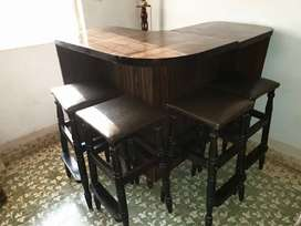 Vintage/Classis style bar table with stools