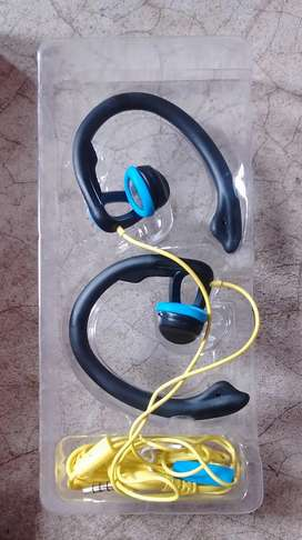 Sporty earphone from reliance reconnect