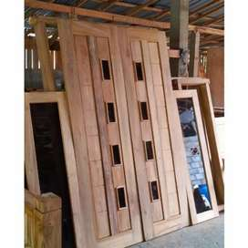 Pintu kupu kupu kayu mahoni