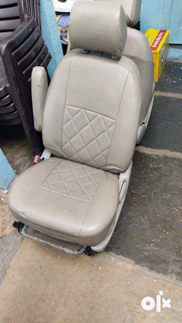 Innova captain seats 0