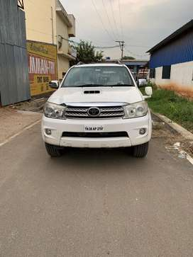 Toyota Fortuner 2.8 4WD MT, 2011, Diesel