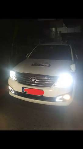 TOYOTA FORTUNER Fully maintained with stylish interior