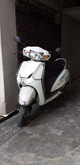 2014 activa good tyres and engine  rate nagotiable