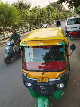 Bajaj 4 stroke CNG rickshaw