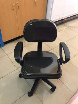 Kursi Putar / Kursi Putar Kantor / Kursi Putar Kerja Bertangan
