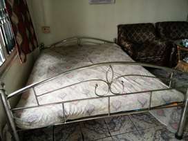 Rot iron bed