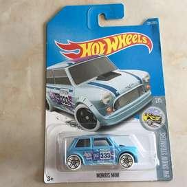 Hot wheels / hotwheels morris mini biru muda