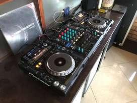 Pioneer CDJ 2000 Nexus & DJM 900 NXS