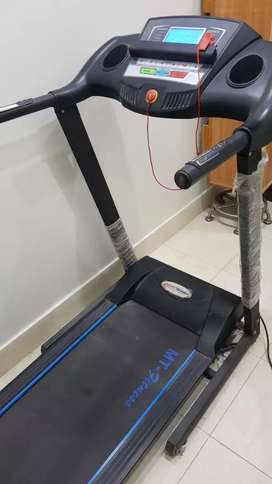 Almost new treadmill in excellent condition