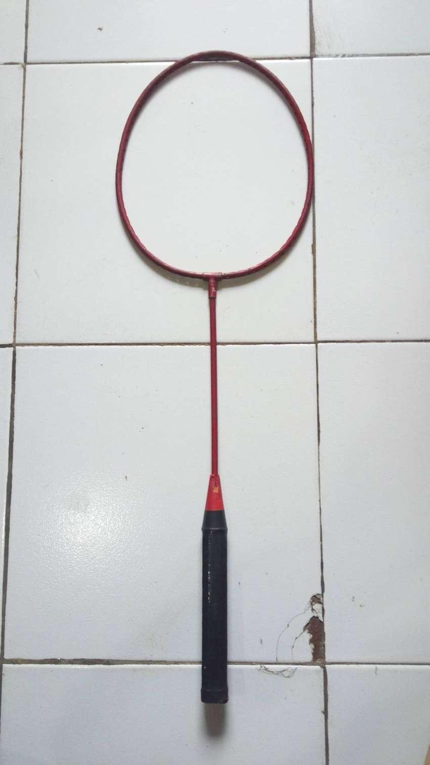 raket antik warna merah 0