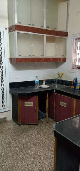 2bhk fully furnished.beachlor/family allowed.