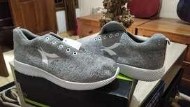 sepatu sneakers calvien ukuran 41