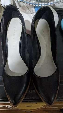 Sepatu merk CHARLES & KEITH ukuran 37
