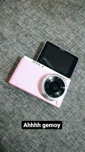SAMSUNG NX MINI mulus warna Pink