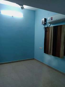 2bhk flat semi-furnished with all amenities