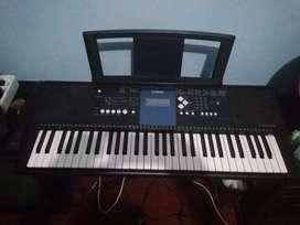 Dijual keyboard yamaha psr e333, speaker ampli merk black dan mic wir
