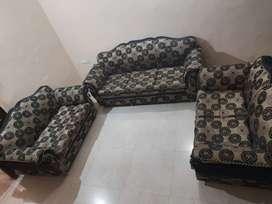 BEST CONDITION MAHARAJA 7 SEAT STYLE SOFA