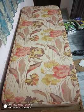 2.5*6 feet deewan bed
