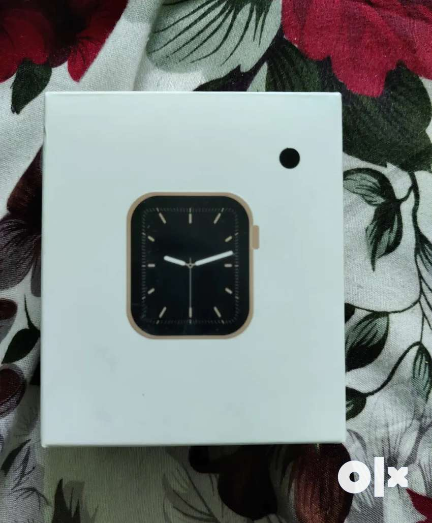 W 26+ apple series 6 smart watch sealed and new piece