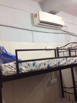 Boys pg without brokerage in andheri west near by railway station
