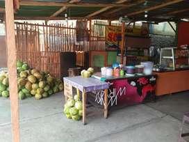 Karyawan warung Soto dan kelapa muda
