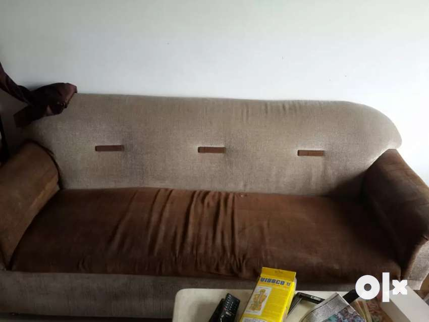 Sofa with two chairs 0