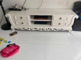 Meja tv jati putih
