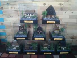 Miniatur Rumah Adat Indonesia x ( Ukuran kemasan kaca 16,5x13,5x15cm )
