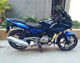 Sell Bajaj pulsar 220f brand new showroom condition bike.