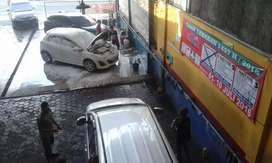 Oper usaha dan tempat cucian mobil di jalan besar