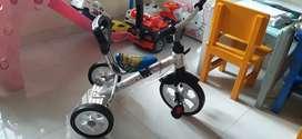 Sepeda shincan anak merk family roda tiga