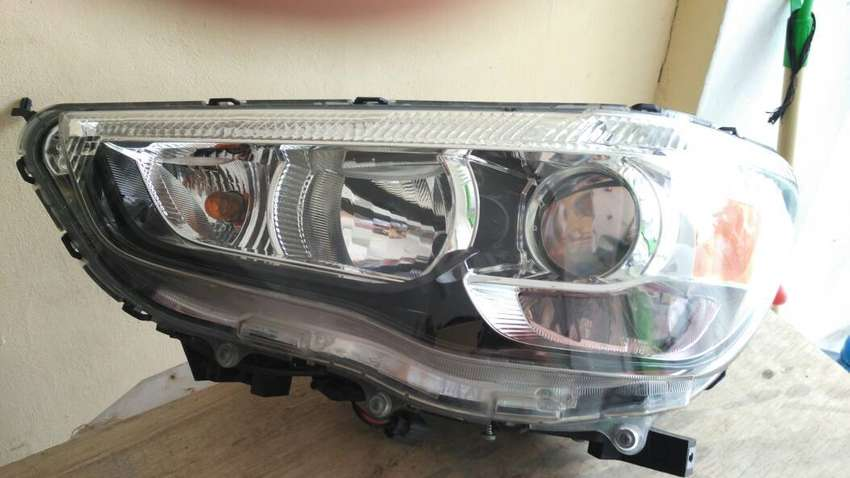 Tersedia Lampu Depan Mitsubishi Outlander HID - Denpasar Bali 0