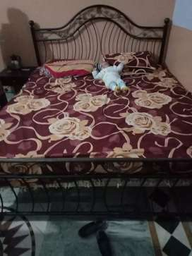 Bad full size with matras used with side table 2
