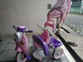 Sepeda balita roda 3 model scoopy pink