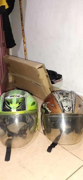 Jual 2 helm satu nya gm lama