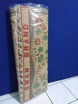 Tikar Karpet Lantai Arisan Masjid Gulung Lipat Plastik Swan Brand