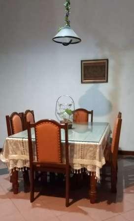 meja makan enam kursi