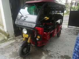 Electric rickshaw in excellent condition for sale.