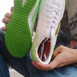 Sepatu bola putsal ortuseight catalyst cypher in