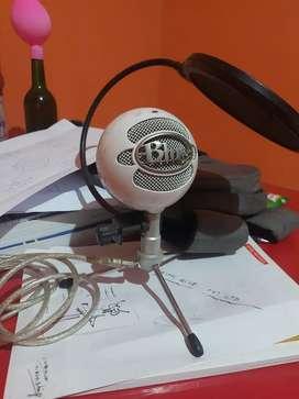 Blue Snowball Microphone - White