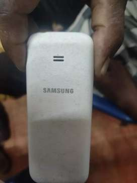 Samsung guru music 2 gud condition only mobile