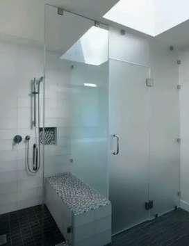 Pasang pembatas ruangan kamar mandi dengan stiker Sanblas &Kaca Film