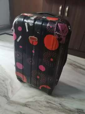 Hard polycarbone Suitcase 26 inch. With trolley in Black Colour.